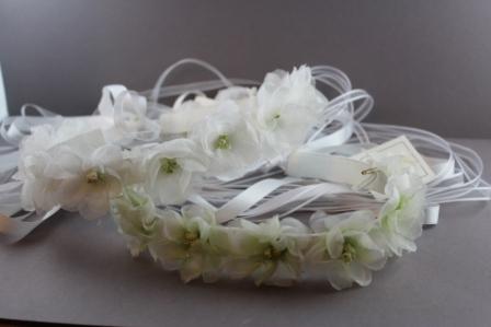 Coroncina rigida in canetè 16 fiori in seta e organza bianchi CRC44 Passapò